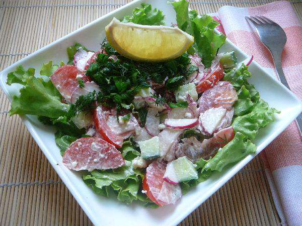 Салат из свежих овощей с фетой
