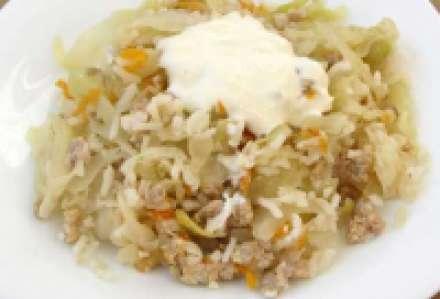Капуста тушеная со свининой и рисом