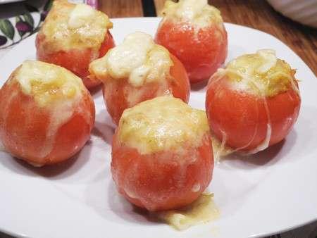 Запеченные помидоры с кабачком и сыром